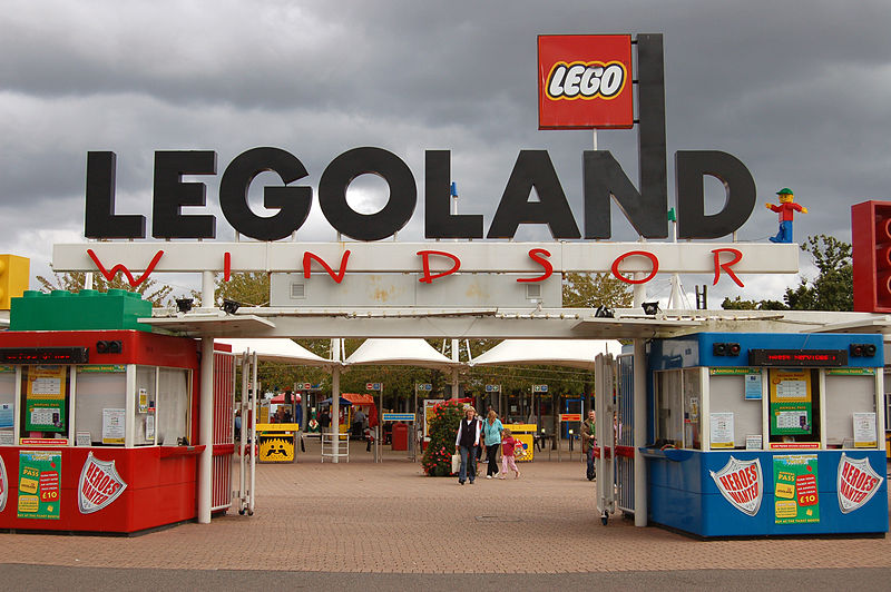 800px-Entrance_to_Legoland_Windsor