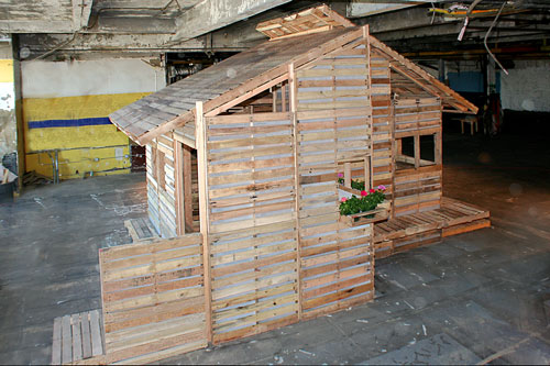 pallet-house11