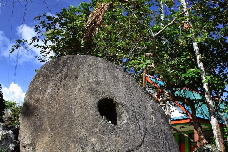giant stone coins of yap 3