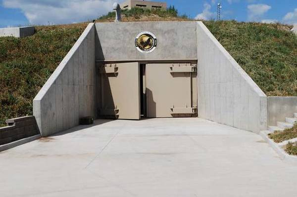 10-luxury-doomsday-bunker