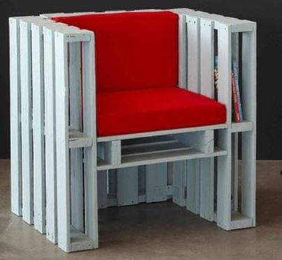 a-old-pallets-make-a-chair